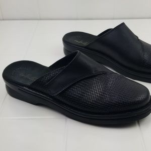 Clarks collection size 8W black slip on mule shoes